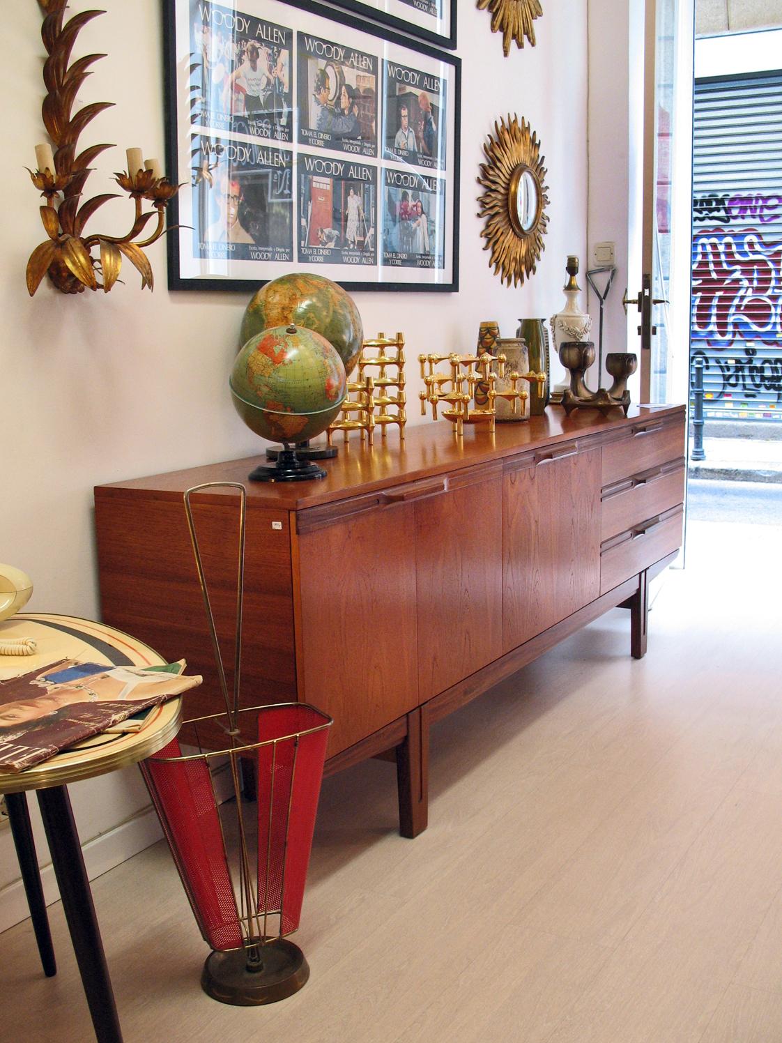 Muebles vintage taller y medio for Baneras antiguas con patas baratas